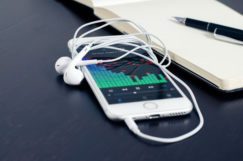 how-to-fix-iphone-stuck-in-headphone-mode-caused-by-hardware-issues-replug-11