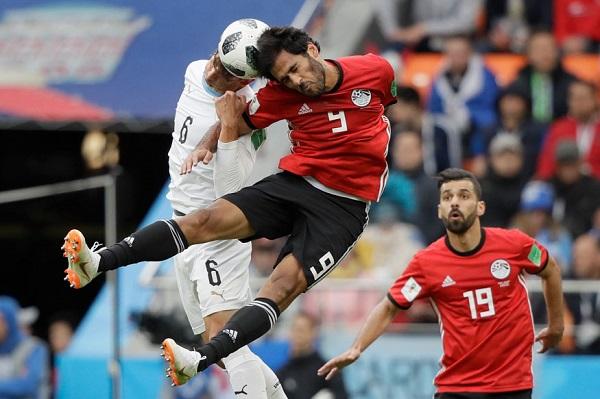 Uruguay's Rodrigo Bentancur and Egypt's Marwan Mohsen
