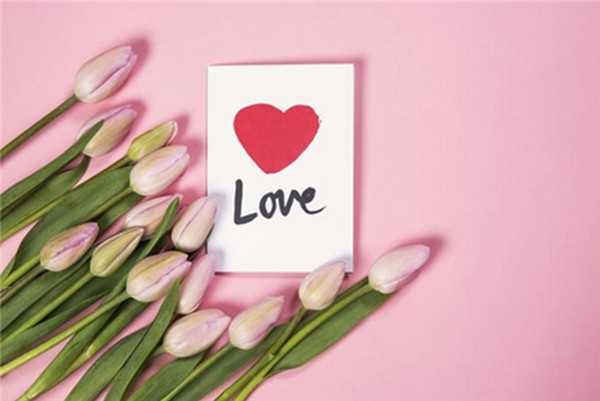 best-10-romantic-valentine-day-photos-tulip-flowers-with-love-card-2