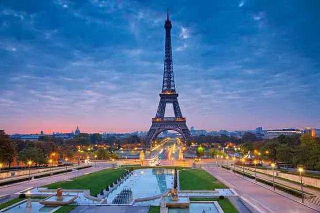 Eiffel-Tower-5