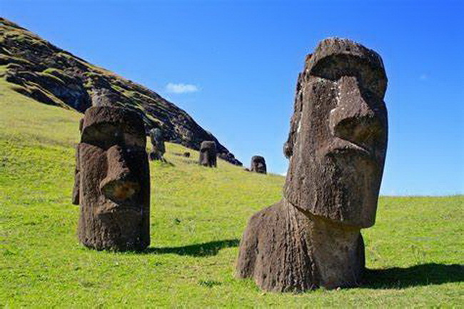 Moai-Statues-on-Easter-Island-4