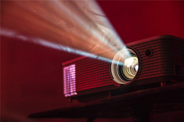 things-to-know-before-buying-a-mini-projector