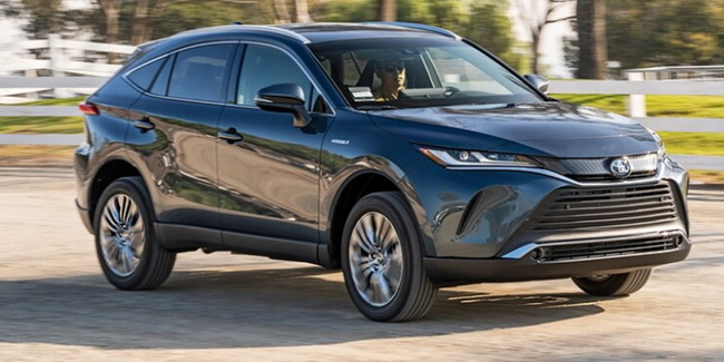 12-best-new-cars-with-apple-carplay-2021-toyota-venza-12