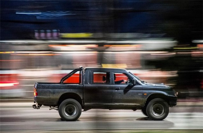 7-best-fast-shutter-speed-photography-examples-a-running-car-6