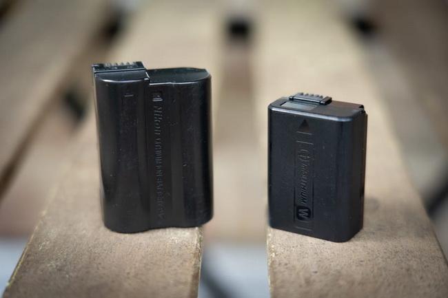 Mirrorless-vs.-DSLR-battery-life
