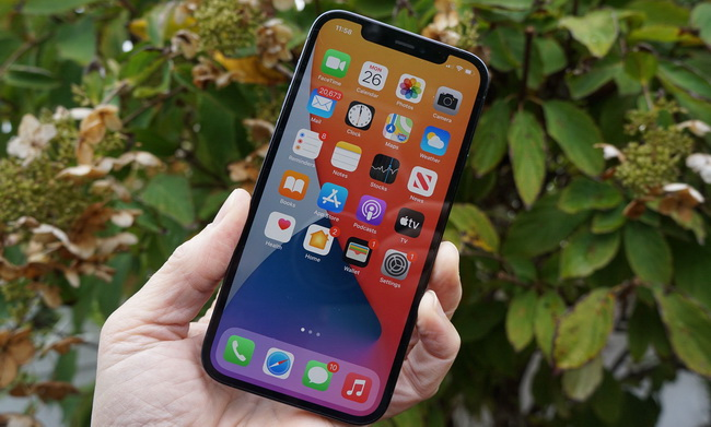 what-is-oled-on-iphone-12