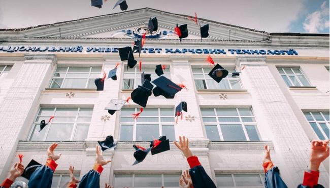 4-tips-on-how-to-take-graduation-photos
