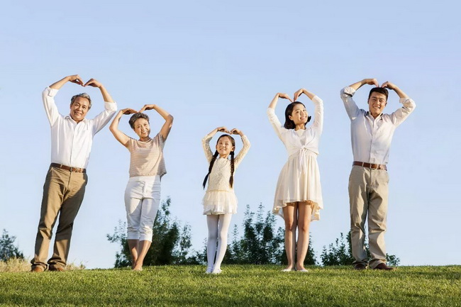 best-family-photo-ideas-shoot-in-the-sunshine